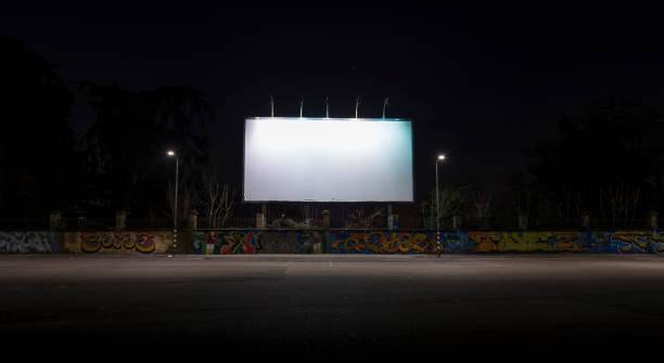 tom billboard nattetid för annons - italy poster bildbanksfoton och bilder
