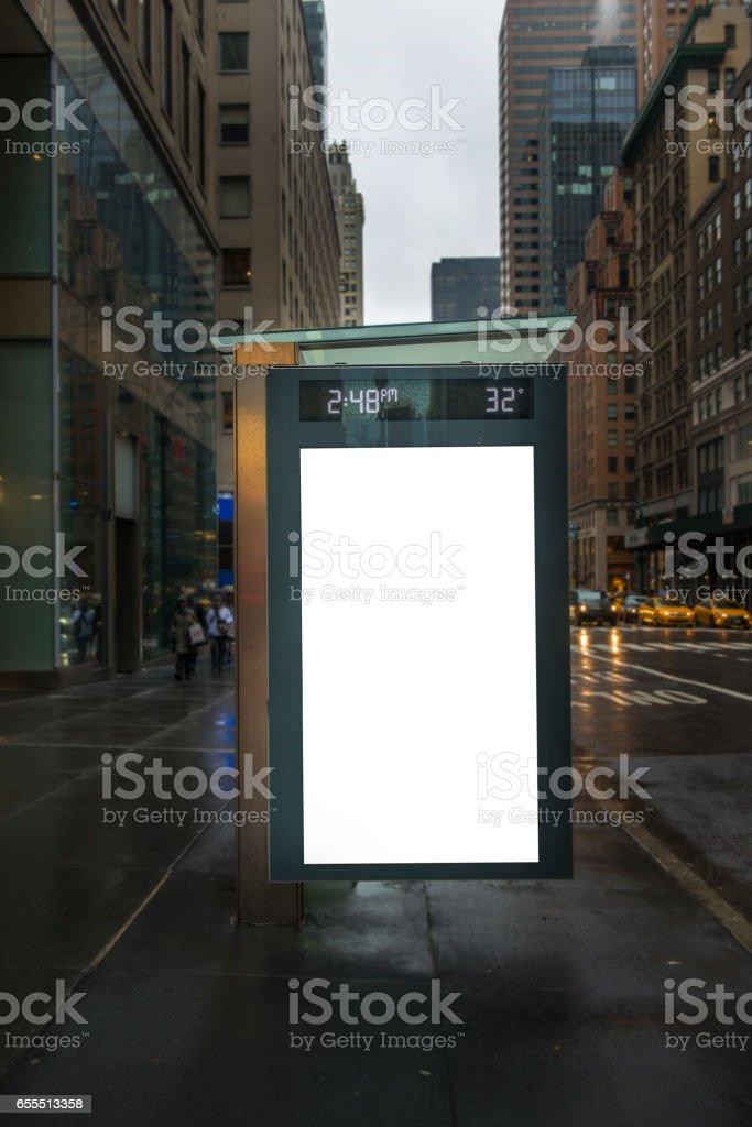 Panneau d'affichage vide dans la station de bus à New York City - Photo