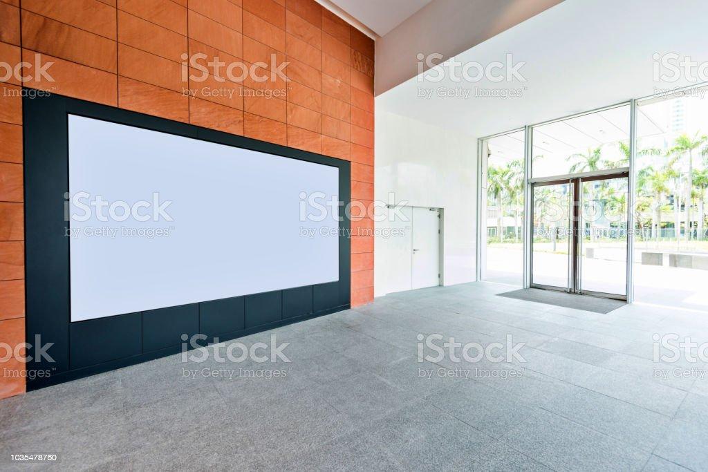 Blank billboard in office buildings wall - foto stock
