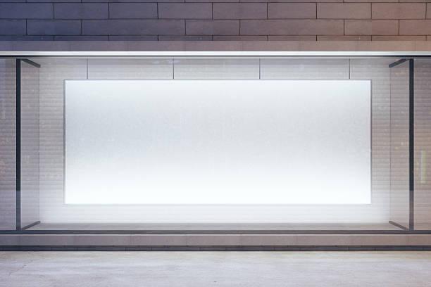 em branco outdoor em vitrine na rua à noite, de maquetes - facade shop 3d - fotografias e filmes do acervo