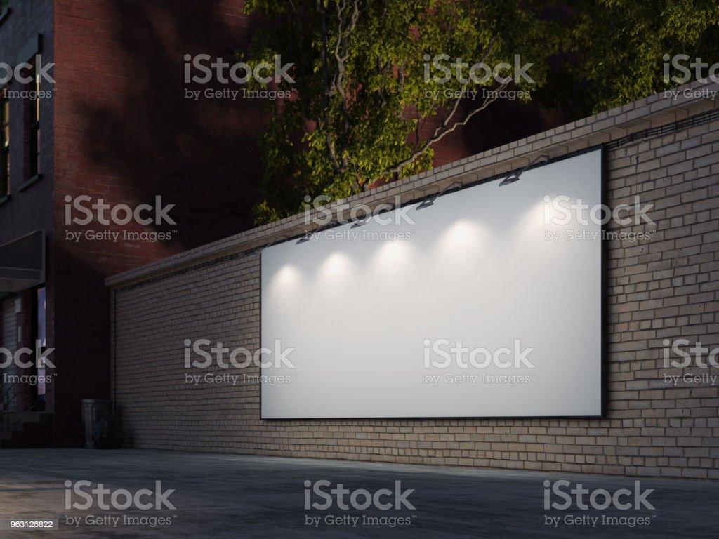 Tom billboard i natt i staden med lampor på ram. 3D-rendering - Royaltyfri Abstrakt Bildbanksbilder
