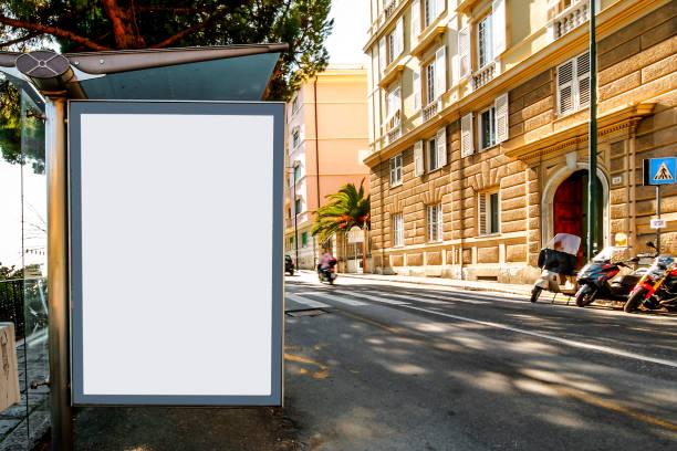 tom billboard på busshållplatsen, mock-up mall. - italy poster bildbanksfoton och bilder