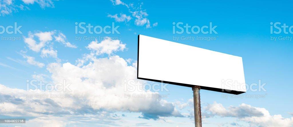 Leeren Plakatwand am Himmelshintergrund – Foto