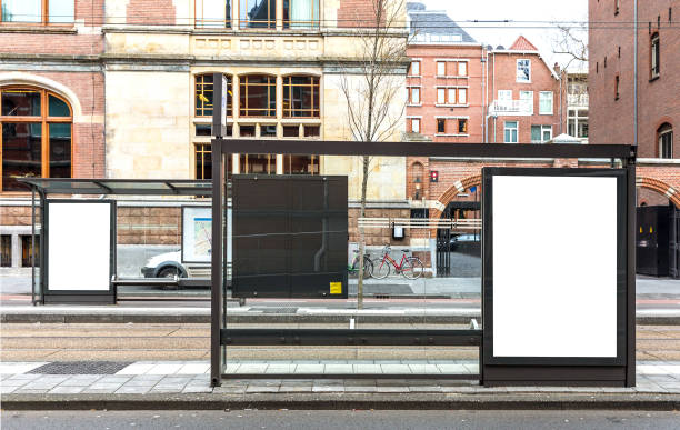 leere billboard - plakatieren stock-fotos und bilder