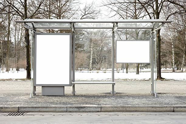 blank billboards xxxl - bushalte stockfoto's en -beelden