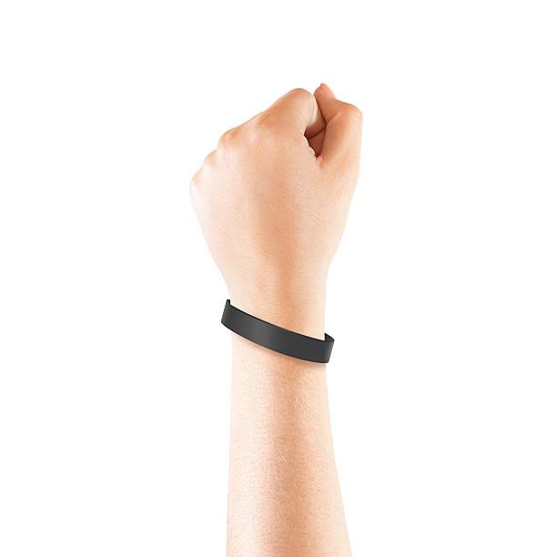 пустой черная резина напульсник макет на руке, изолированных - браслет стоковые фото и изображения
