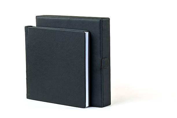 leere buch mit schwarzen cover und box auf weißem hintergrund. - planner inserts stock-fotos und bilder