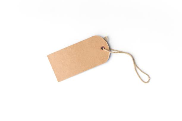etiqueta de preço de papelão em branco-marrom ou rótulo com fio isolado no branco - tag - fotografias e filmes do acervo