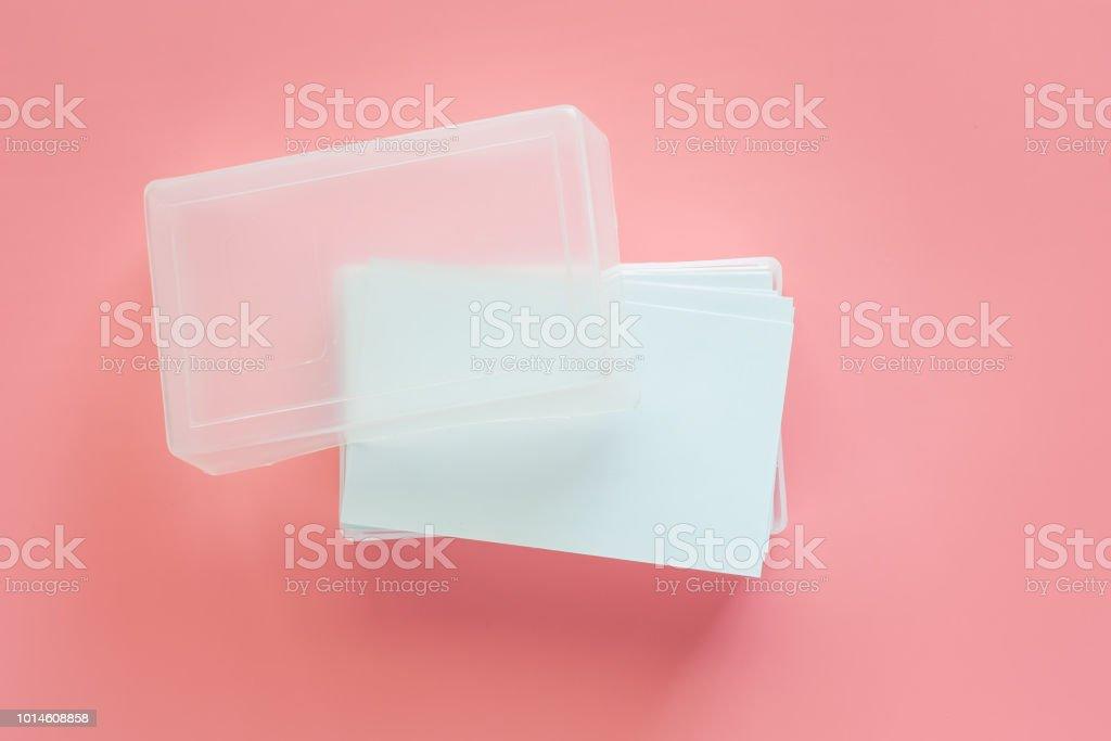 Leere Visitenkarten In Transparenten Kunststoffbox Auf Rosa