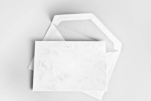 ブランクカード、封筒、灰色の背景 ストックフォト