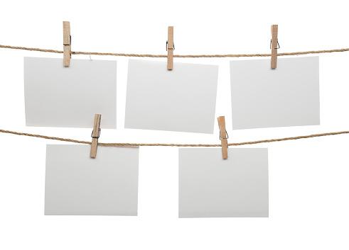 Blank Cards Hanging On Clothesline - zdjęcia stockowe i więcej obrazów Artykuł biurowy