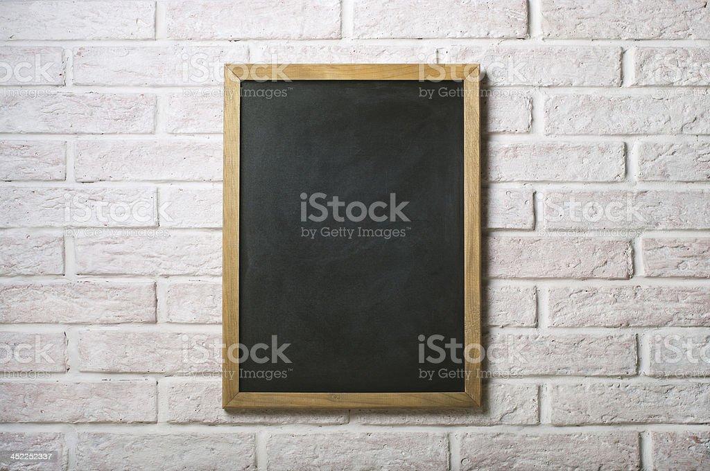 Conseil de craie sur un mur de briques - Photo