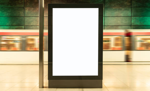 tom digital display annons billboard i tunnelbanestation - billboard train station bildbanksfoton och bilder