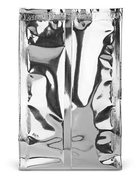 leere folie verpackung speisen oder getränke mit tasche - aluminiumkiste stock-fotos und bilder