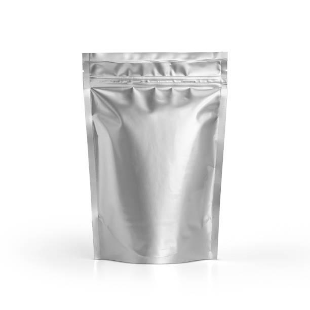 lege folie plastic zakje koffie tas geïsoleerd op witte achtergrond. - zak tas stockfoto's en -beelden