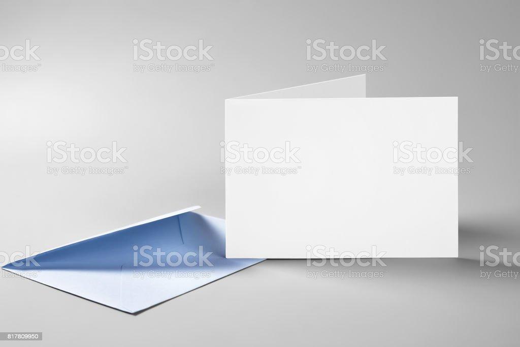 Enveloppe et carte vierge debout plié - Photo