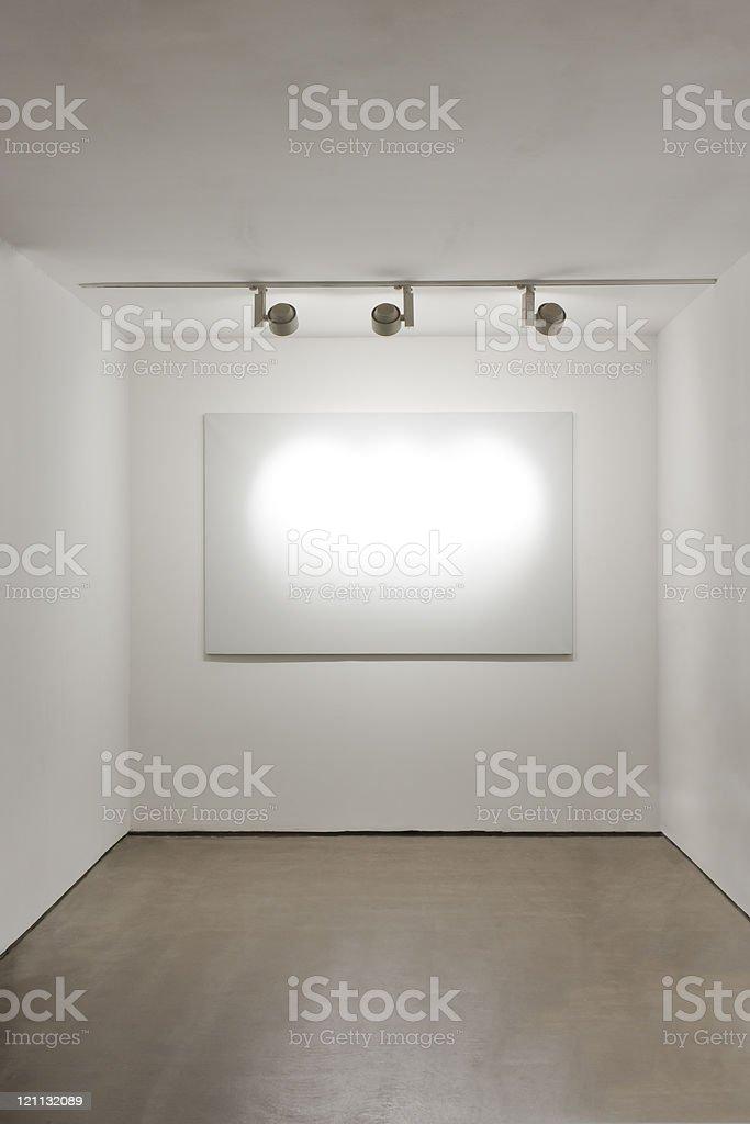 Fotografía de Marco Blanco En La Pared En Galería De Arte y más ...