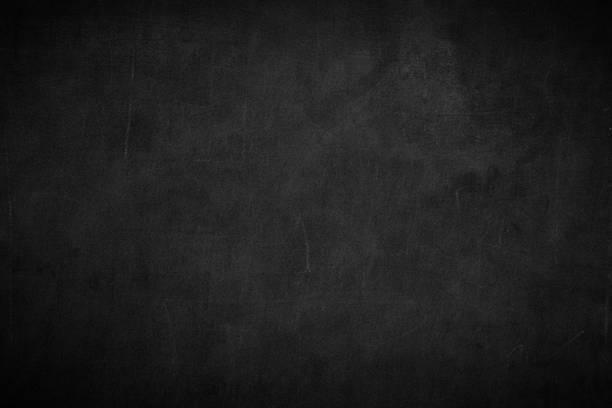 空白前真正的黑色黑板背景紋理在大學概念為回學校的孩子壁紙創建白色粉筆文字繪製圖形。空舊背牆教育黑板。 - background 個照片及圖片檔