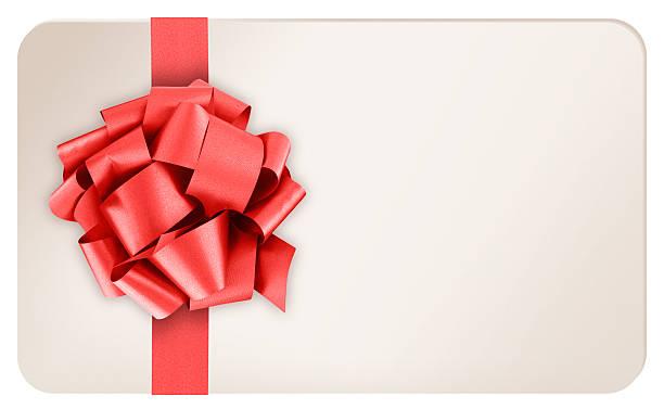 Blank carte-cadeau avec ruban rouge et l'arc sur fond blanc - Photo