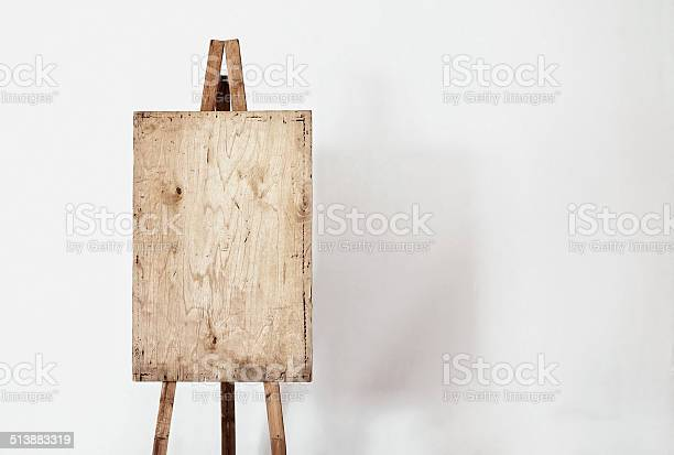 Blank grunge easel in a light room picture id513883319?b=1&k=6&m=513883319&s=612x612&h=fpo496rsgtctywderzqj dzzchy3kxiypegjr8knakq=