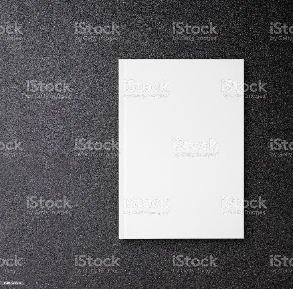 Livre maquette pour la conception de la couverture de livre sur tableau noir en toile blanc relié - Photo