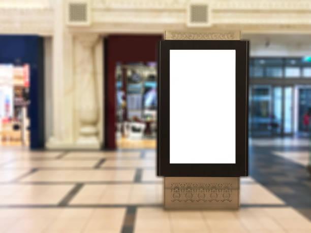 Affichage numérique de portrait intérieur blanc avec fond flou mall. Idéal pour la publicité numérique - Photo