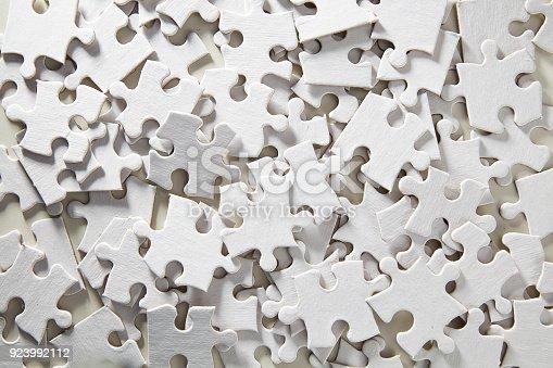 istock Blank Jigsaw Puzzle random 923992112