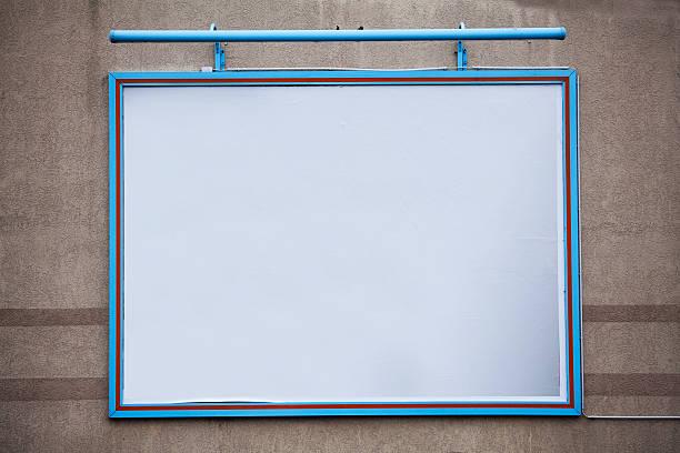 leere großes plakat an eine wand, - tageslichtbeamer stock-fotos und bilder