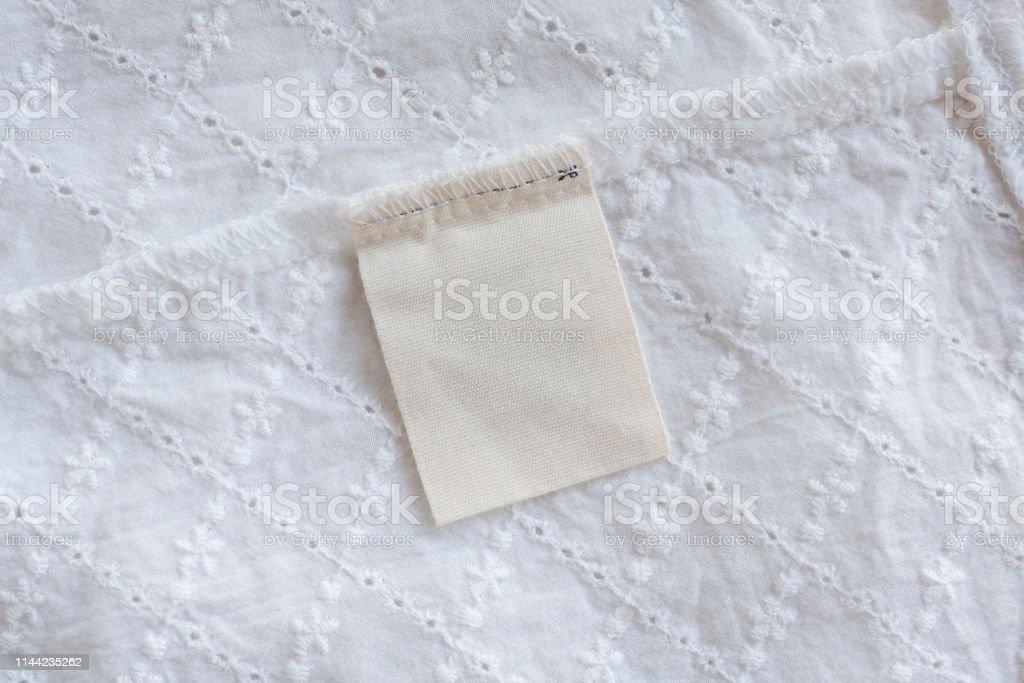 Etiqueta De Ropa De Lavandería En Blanco En Fondo De Textura