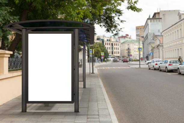 lege lichtbak billboard mockup - bushalte stockfoto's en -beelden
