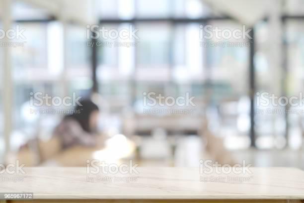 Leere Top Marmortisch Und Coworkinghintergrund Für Produktdisplaymontage Stockfoto und mehr Bilder von Arbeiten