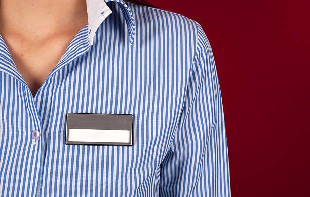camisa en blanco tarjeta de nombre - insignia símbolo fotografías e imágenes de stock
