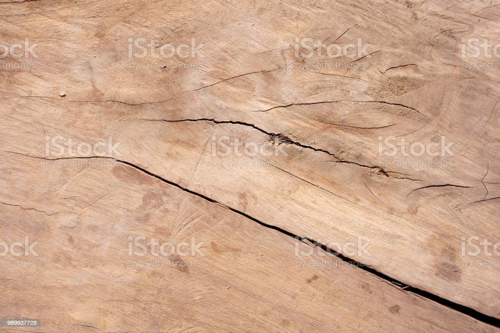 Table en bois nature vierge ou de mur et de sol avec la fente ou
