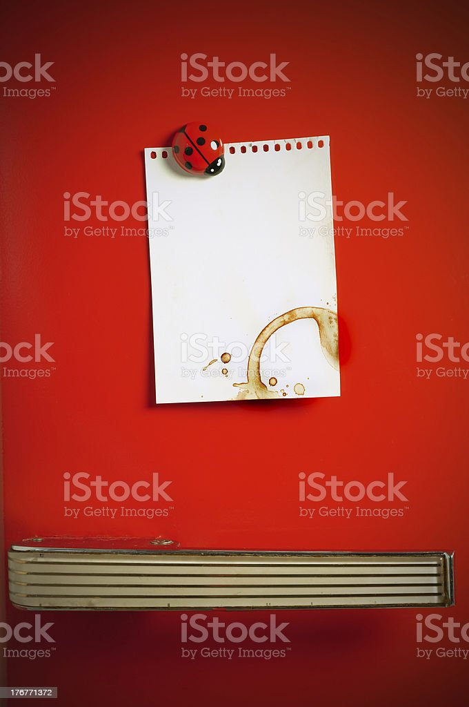 Blank note on fifties fridge door, copyspace for message royalty-free stock photo