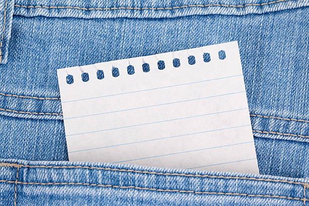 Papel em branco nota na Jean bolso - foto de acervo