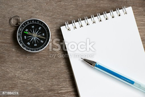 istock Blank note paper with compass on wood desk background 871664274