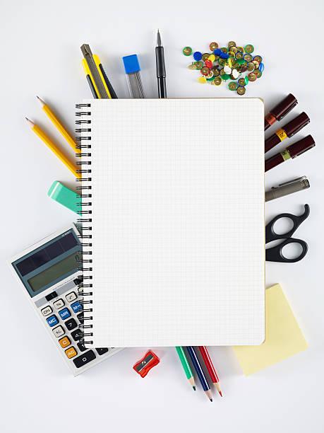 blanko-notizbuch mit ledereinband - mittelschule bücher stock-fotos und bilder