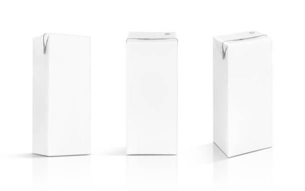 boîte de lait vide emballage blanc isolé sur fond blanc - Photo