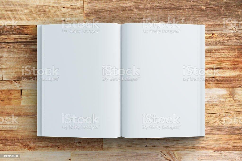 Leere Seiten Tagebuch auf Holztisch, mock up – Foto