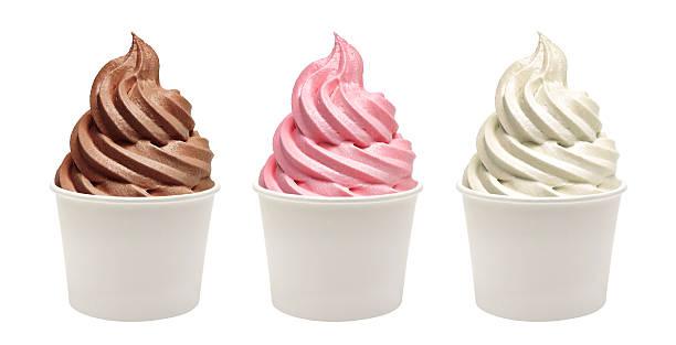 blank paper cups with frozen yogurt - 冷凍乳酪 個照片及圖片檔