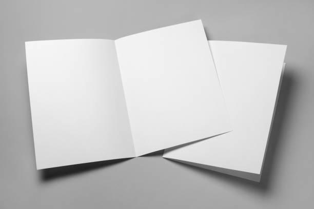 papeles en blanco sobre gris - postal worker fotografías e imágenes de stock