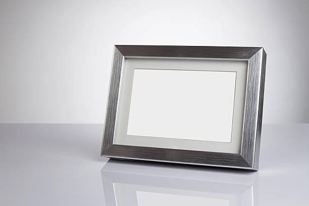 leere foto frame - desktop foto stock-fotos und bilder