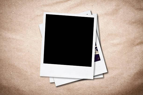 leere foto bilderrahmen auf alten papier hintergrund. - scyther5 stock-fotos und bilder