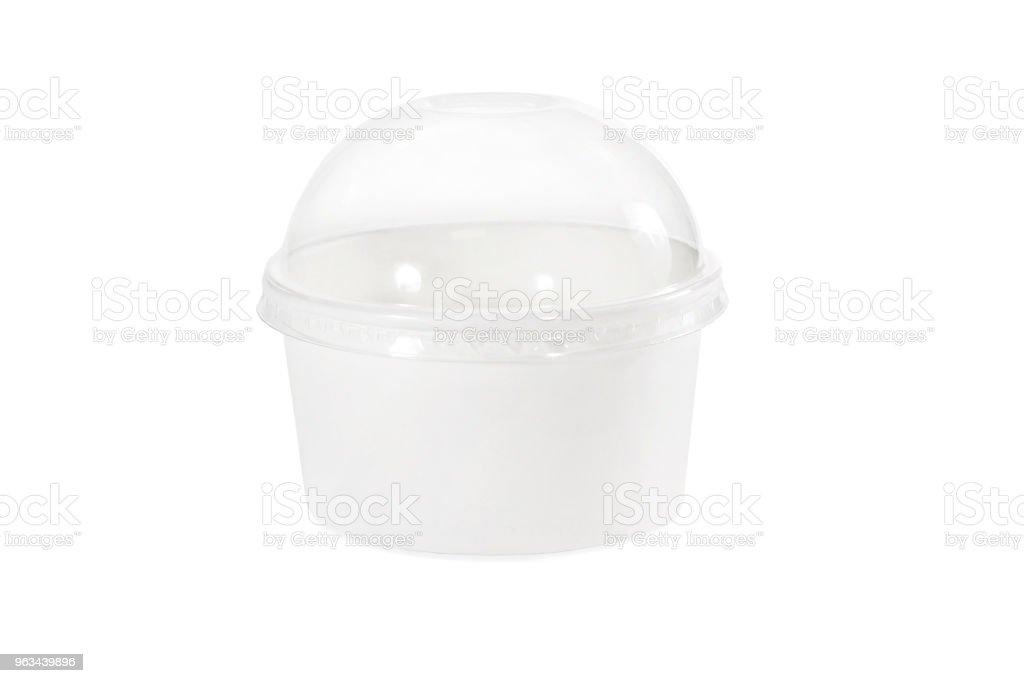 Gobelet en plastique blanc sur fond isolé - Photo de Blanc libre de droits