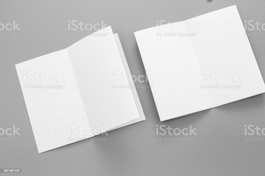 Leere Hochformat A4 Broschüre Magazin Auf Grau Wandelbar Hintergrund Isoliert Weißes Papier Visitenkarte Isoliert Auf Grau Stockfoto Und Mehr Bilder