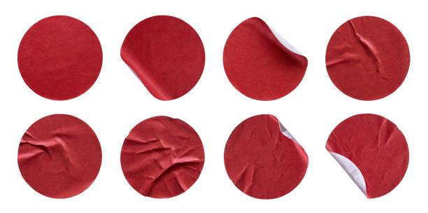 leere rote runde klebepapier aufkleber label set sammlung isoliert auf weißem hintergrund - aufkleber stock-fotos und bilder