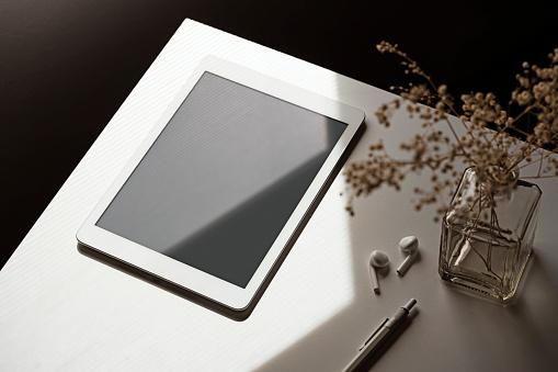 Blank screen digital tablet mockup, template