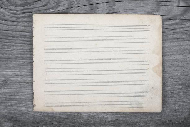 blank sheet music on wooden rustic background. top view. - pięciolinia zdjęcia i obrazy z banku zdjęć