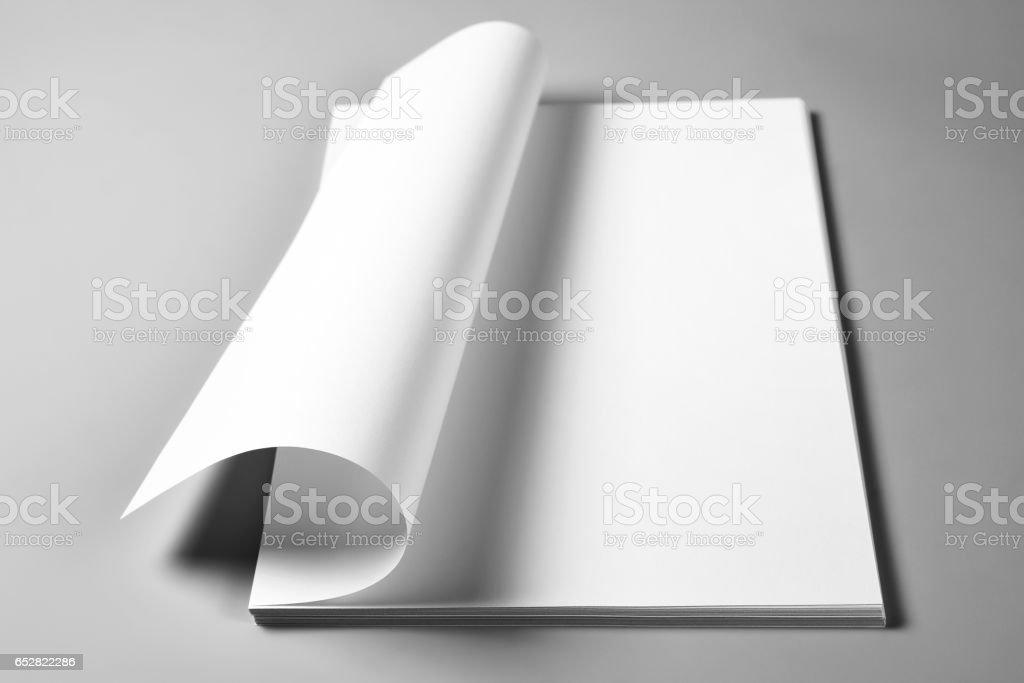 Feuilles blanches de papier froissée page supérieure - Photo