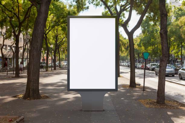 空白街道看板海報立場 - 垂直構圖 個照片及圖片檔